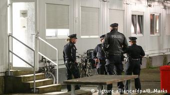 Поліція біля одного з гуртожитків для біженців у Гамбурзі