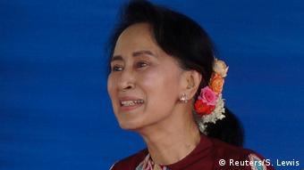Myanmar Aung San Suu Kyi in Wundwin (Reuters/S. Lewis)