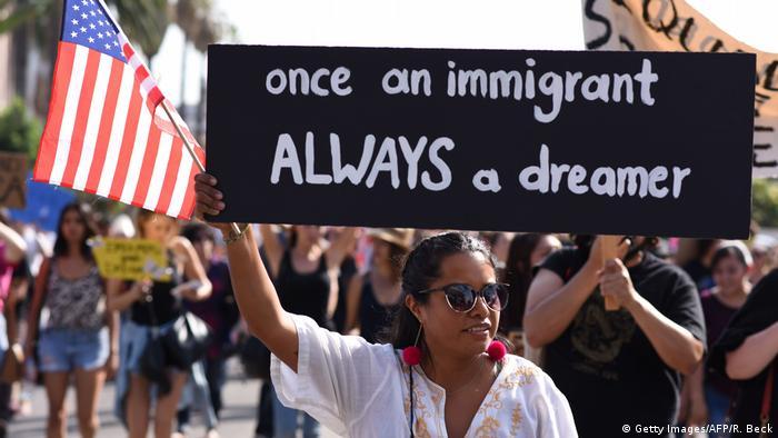 USA | Tausende Menschen protestieren in LA gegen Trumps DACA-Pläne (Getty Images/AFP/R. Beck)