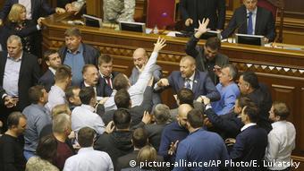 Бійка у ВР під час прийняття законів про Донбас