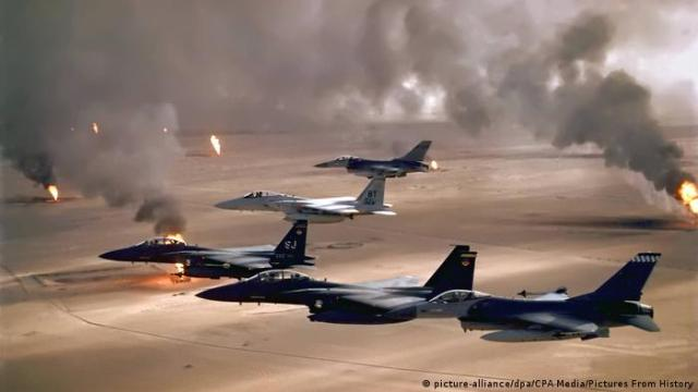 Golfkrieg 1991 USA-Kampfflugzeuge über Kuwait (picture-alliance / dpa / CPA Media / Pictures From History)