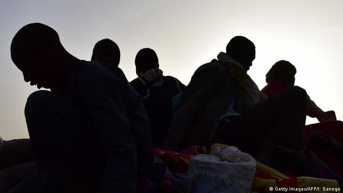 Migranten aus Westafrika Symbolbild Menschenhandel (Getty Images/AFP/I. Sanogo)