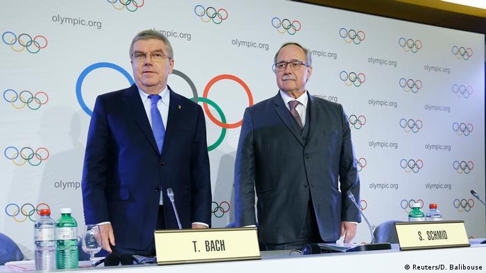 Томас Бах (ліворуч) та Самуель Шмід під час засідання виконкому МОК у Лозанні 5 грудня