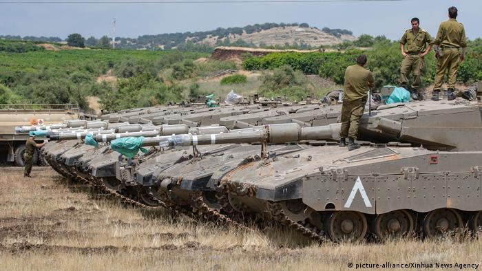 Tanks on the Golan Heights (picture-alliance/Xinhua News Agency)