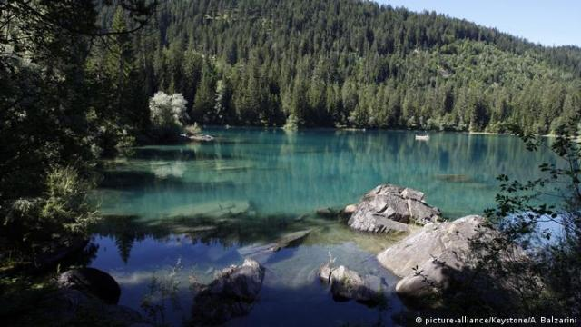 Lake Cauma in Switzerland (picture-alliance / Keystone / A. Balzarini)