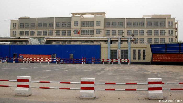 China - Dabancheng - Umerziehungslager (Reuters/T. Peter)