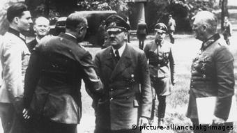 Deutschland Wolfsschanze 1944 Stauffenberg und Hitler (picture-alliance/akg-images)