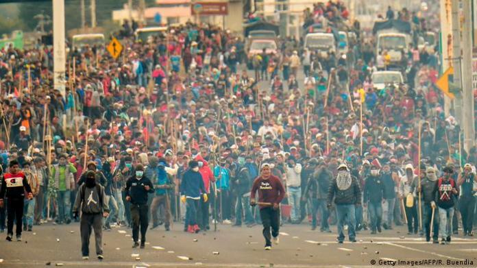 Ecuador Quito Protest gegen Sparmaßnahmen der Regierung (Getty Images/AFP/R. Buendia)