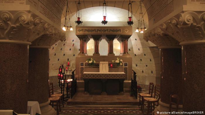 BG Pilgrimage Basilica Saint-Martin (picture-alliance / imageBROKER)