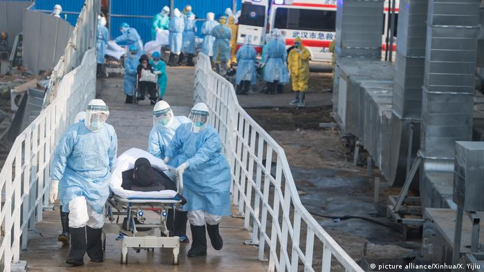 China Coronavirus l emergency hospital in Wuhan - first patients are transferred (picture alliance / Xinhua / X. Yijiu)