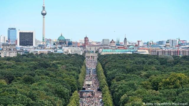 Demonstrators on one of Berlin's main streets (Getty Images/AFP/J. MacDougall)