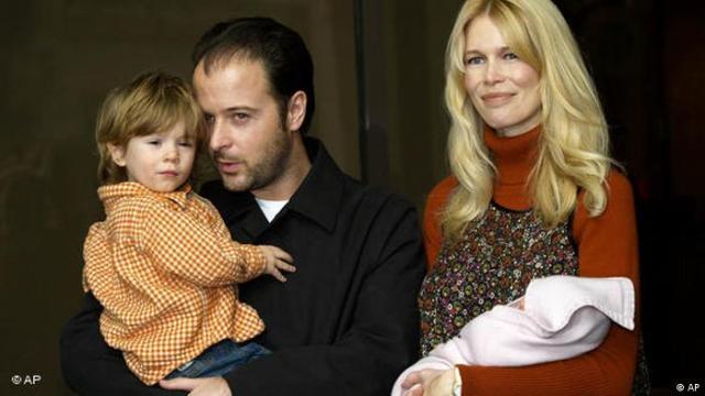 Claudia Schiffer mit Mann und Kind(AP)