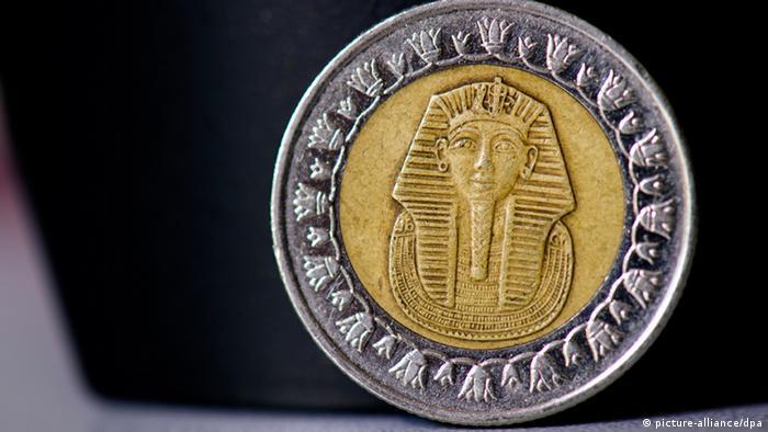ILLUSTRATION - Eine ägyptische Ein-Pfund-Münze mit dem Motiv von Tutanchamun, aufgenommen am 15.08.2012 bei Geierswalde. Foto: Arno Burgi/lsn