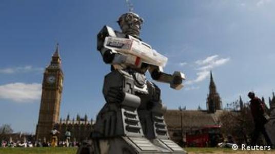 Kontra: Robot tempur tidak memiliki pertimbangan layaknya manusia