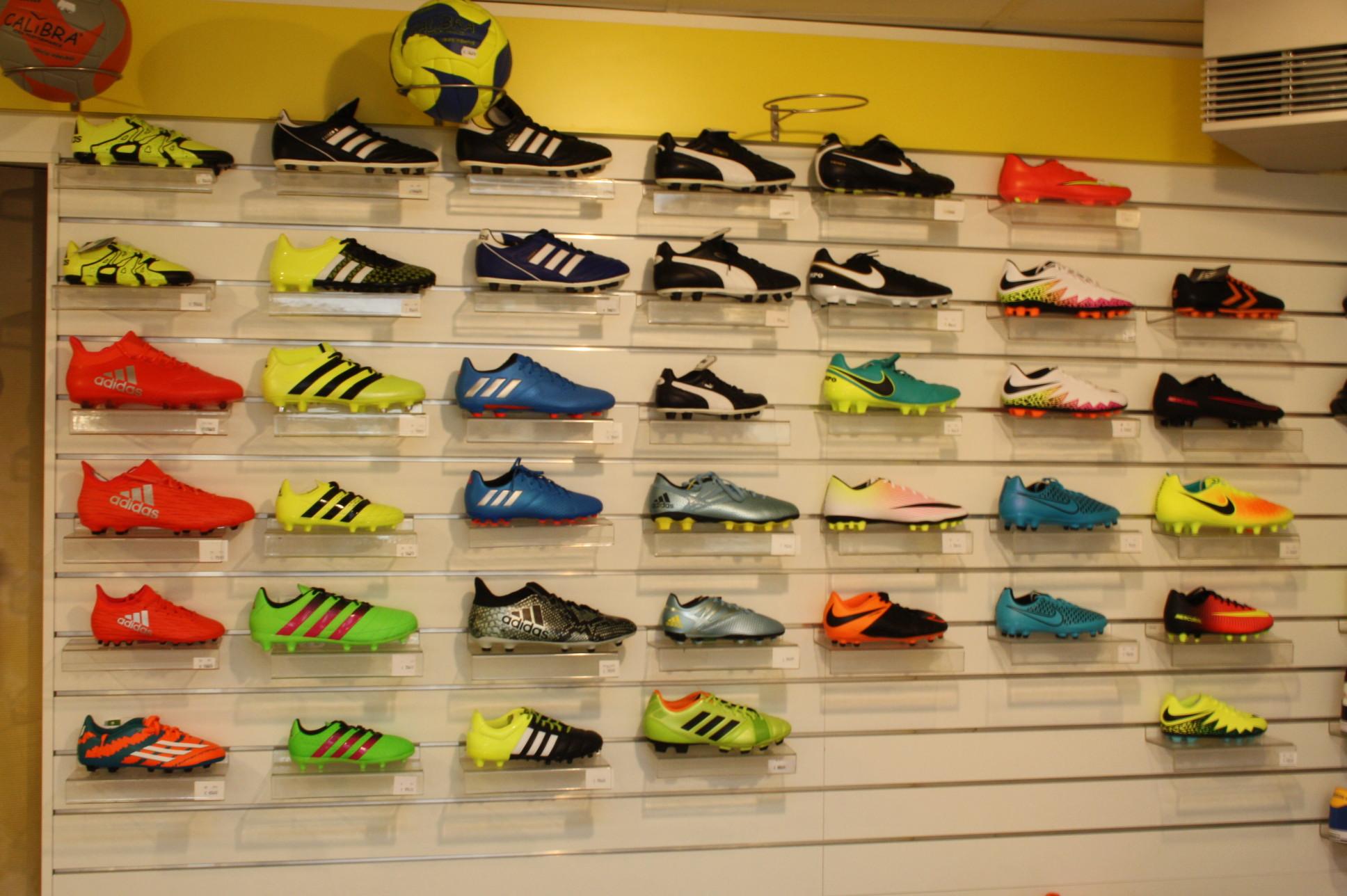 Dwars schoen en sportmode Nike: voetbalschoen Mercurial