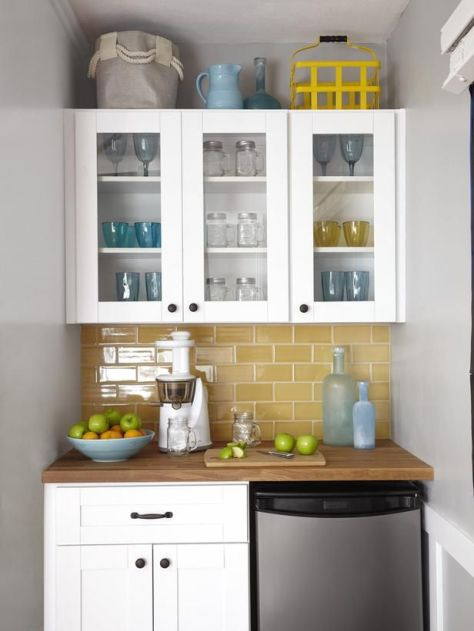 pop of color in the kitchen