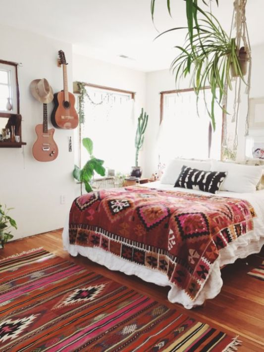 modern bohemian bedroom inspiration - plants