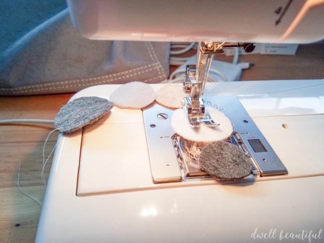 diy felt garland - an easy christmas decoration tutorial