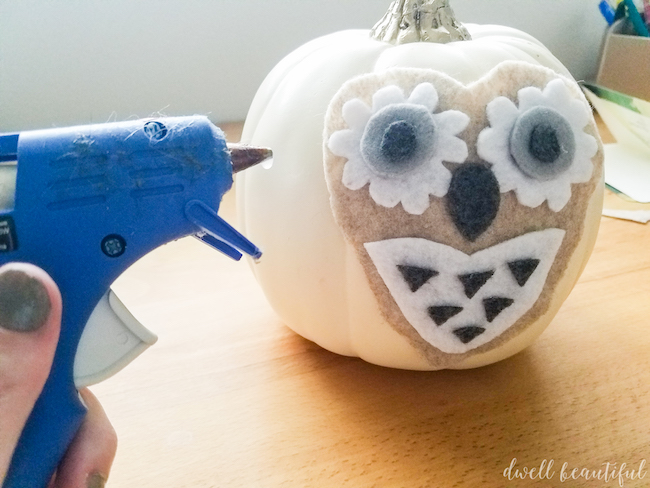 Easy DIY Felt No-Carve Owl Pumpkin