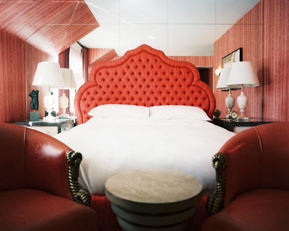 red-tufted-headboard-bedroom-design