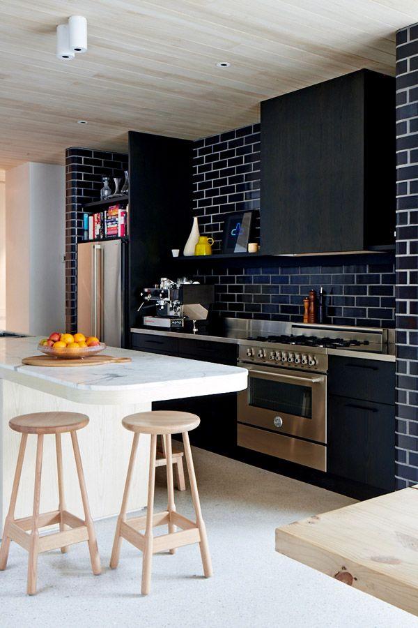white-trim-for-black-subway-tiles