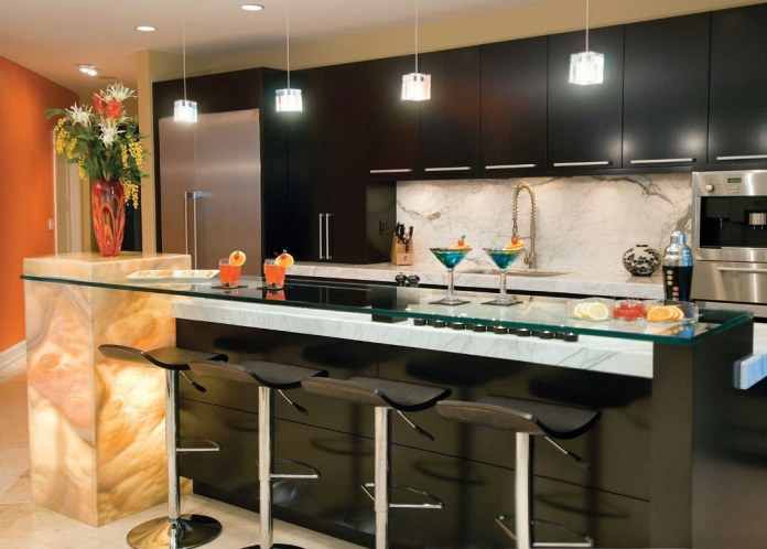 Functional contemporary kitchen with kitchen bar