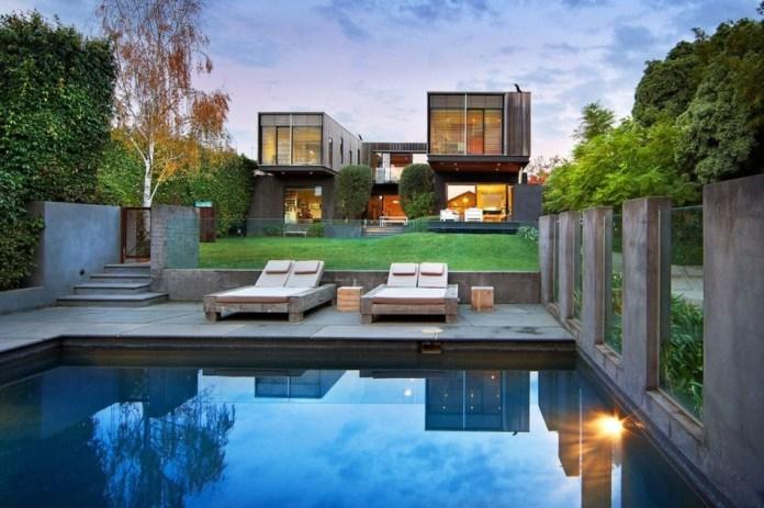swimming-pool-in-the-backyard
