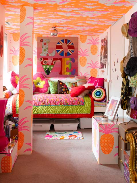 tropical-girl-bedroom-in-a-mix-of-colors