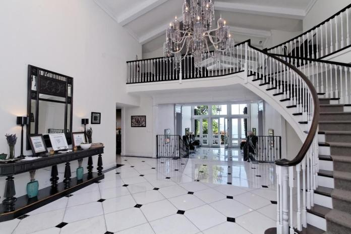 Luxury Foyer Decorating And Design Ideas (18)