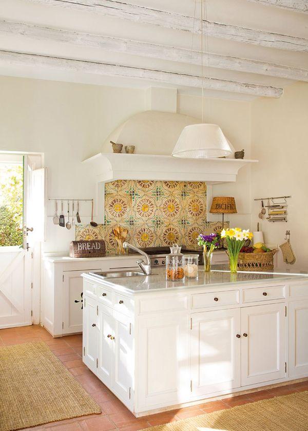 White-Farmhouse-Kitchen-Tour