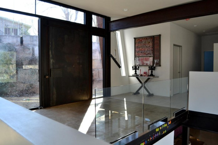 Classic contemporary entry design
