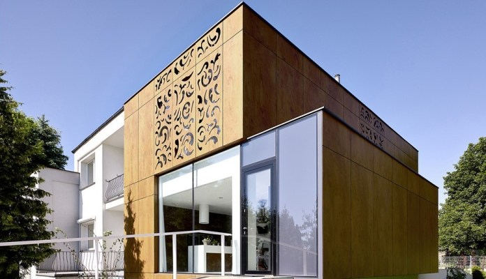 Perforated House Adapting Its Modern Look