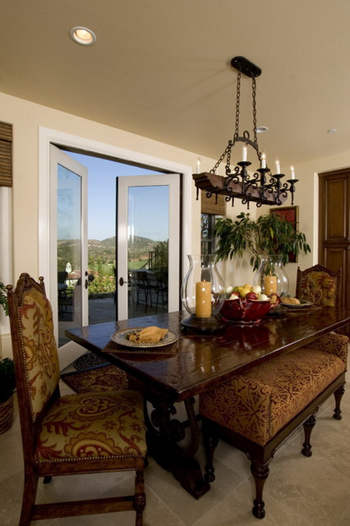 Mediterranean-Dining-Room-with-Beautiful-Views