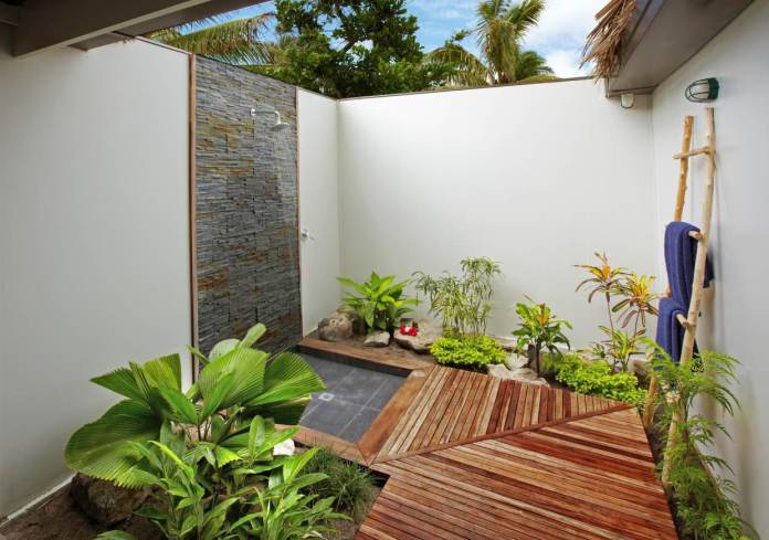 Outdoor Tropical Bathroom Designs