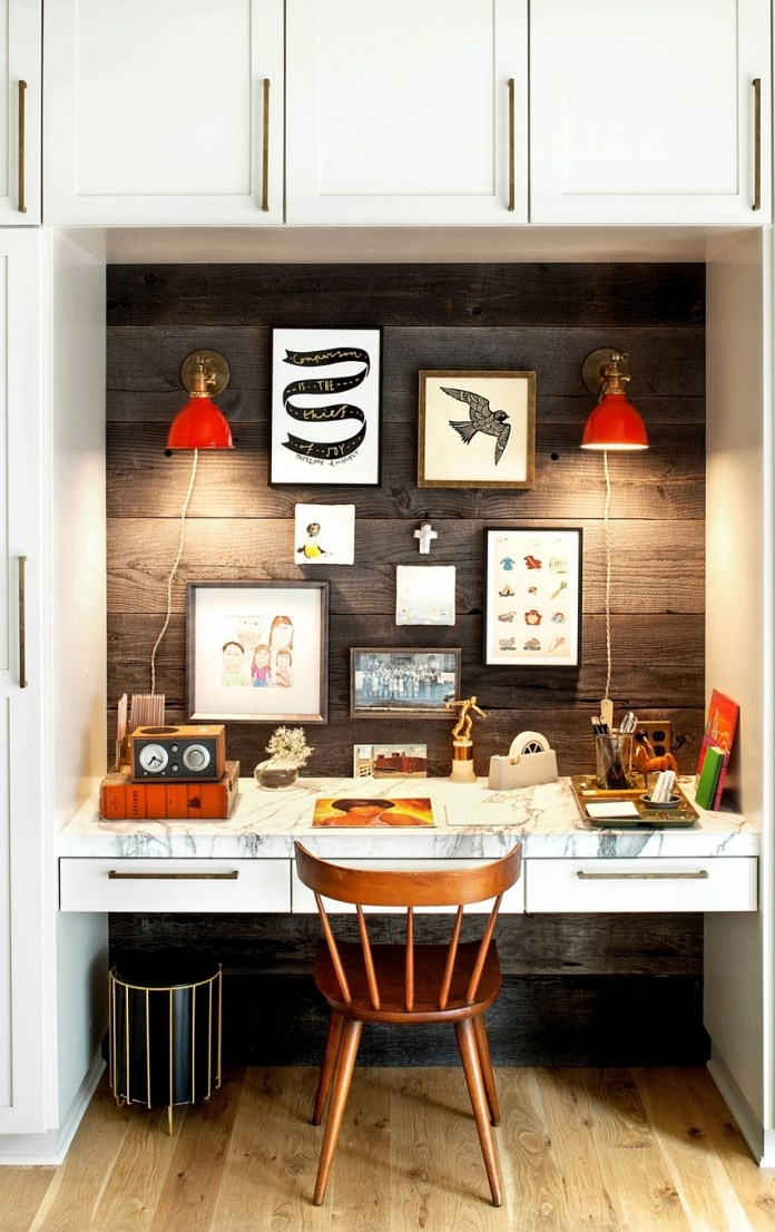 Simple-and-elegant-home-office-aclove-in-the-family-room