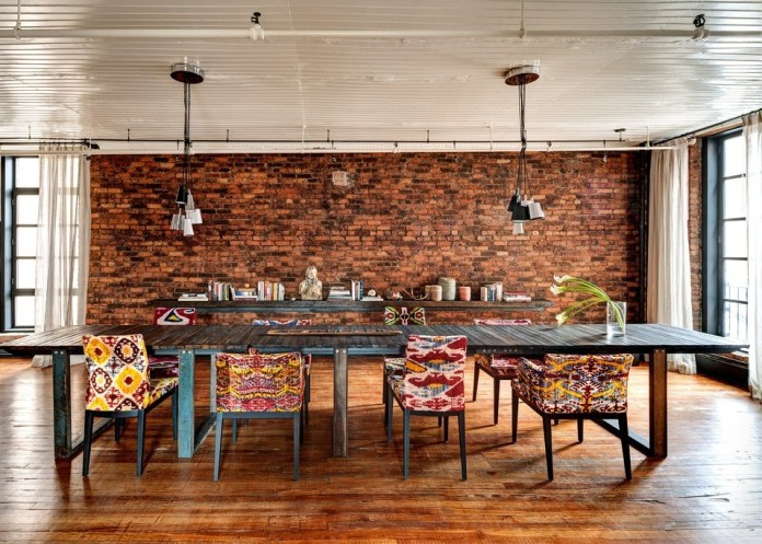 eclectic-dining-room-with-dining-table-pendant-lights-and-wood-ceiling