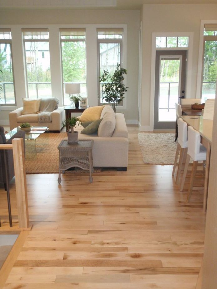 The light and bright interior with hardwood flooring and amazing collection of contemporary furniture along with large windows gives you ample ventilation and sunlight. This room is definitely extraordinary.
