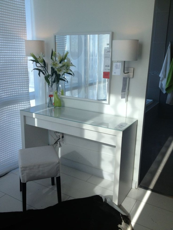 Stunning Bedroom Vanity Ideas (16)