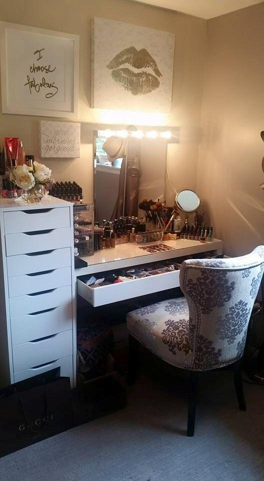 Stunning Bedroom Vanity Ideas (9)