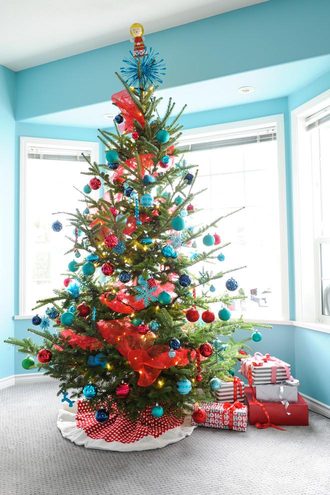beatiful-garland-decorated-christmas-tree