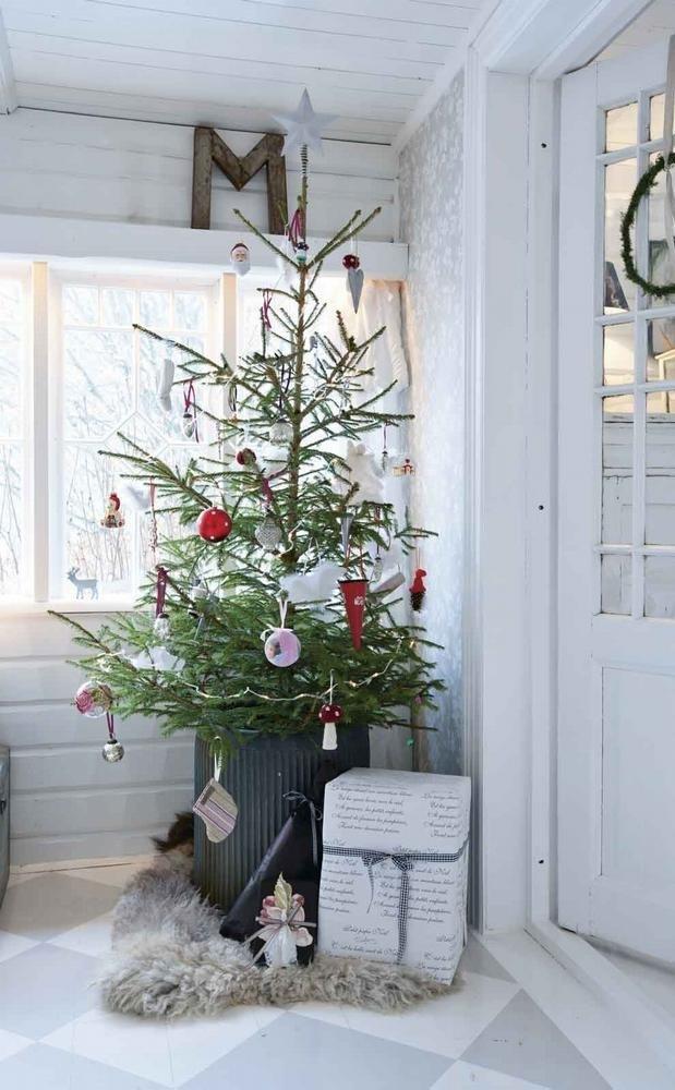 simple-corner-christmas-decorating-ideas