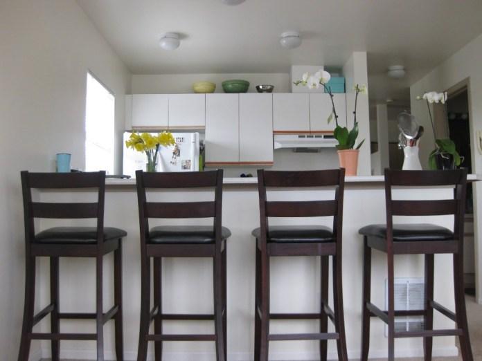 wooden-kitchen-bar-stools