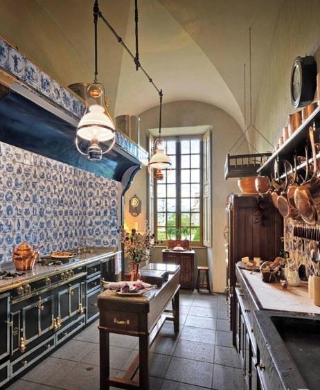 excklusive-rustic-kitchen
