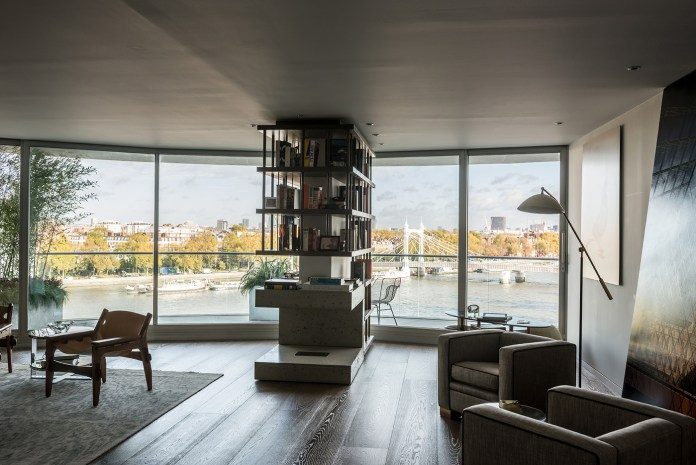 Large Living room with floor-to-ceiling windows Dwellingdecor