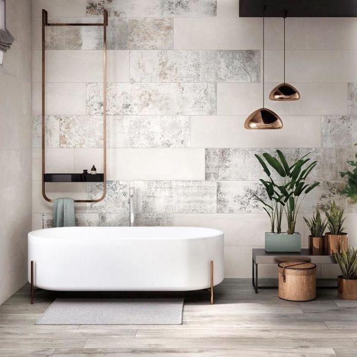 Modern Bathroom With Wonderful Bathtub