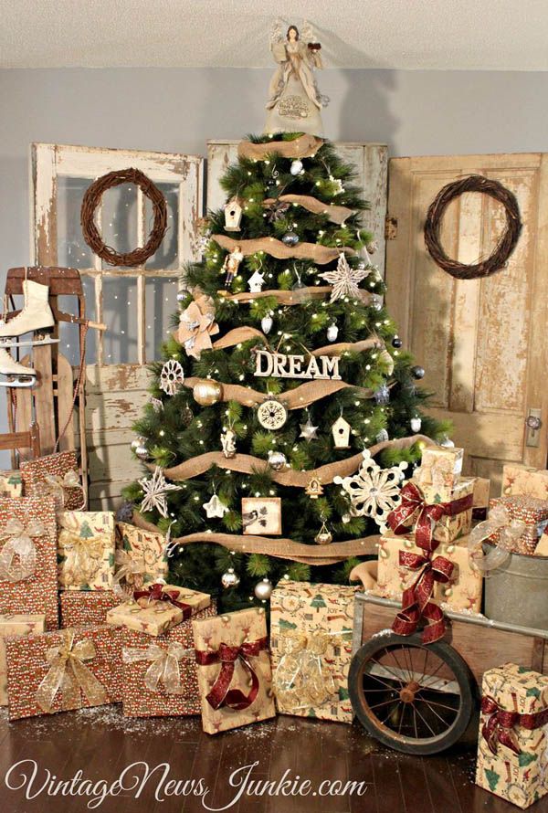 Country-Themed Christmas Tree Dwellingdecor