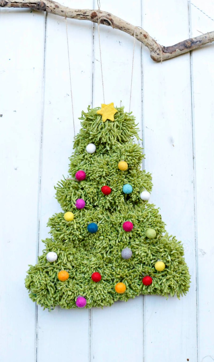 DIY Pom Pom Christmas Tree Wall Hanging dwellingdecor