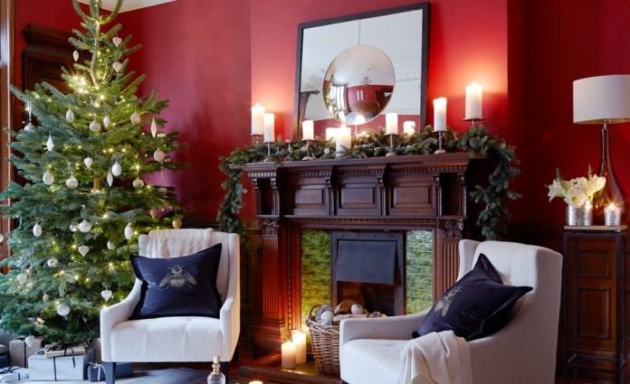 Traditional Living Room Christmas Tree dwellingdecor