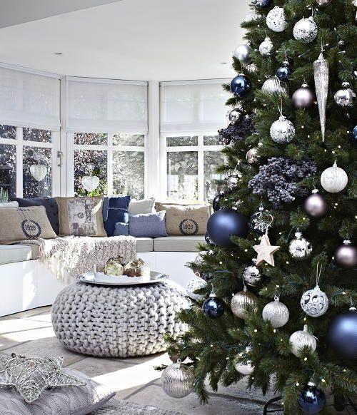 Christmas Living Room Decorations dwellingdecor (30)