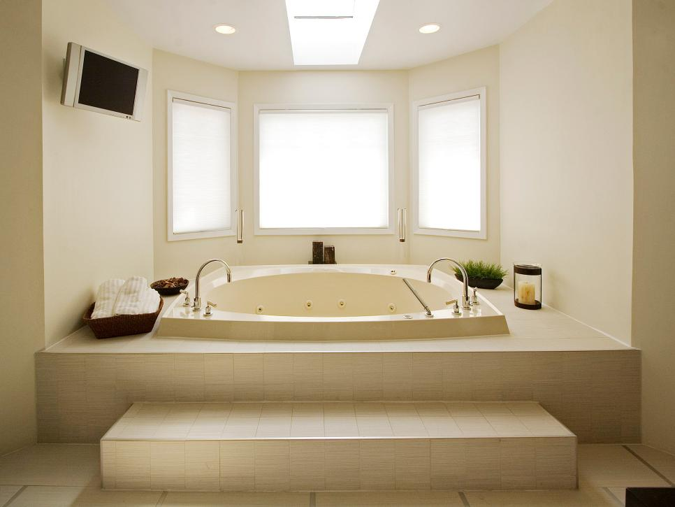 White Standalone Expansive Bathtub dwellingdecor